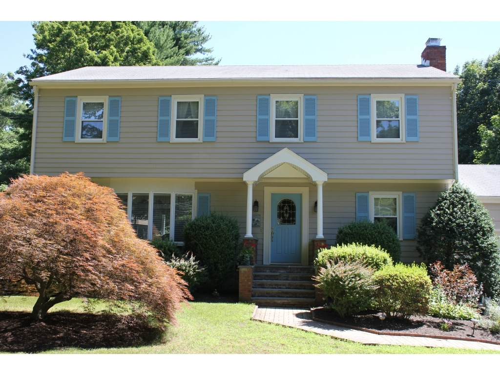 ForSaleByOwner (FSBO) home in Trumbull, CT at ForSaleByOwnerBuyersGuide.com