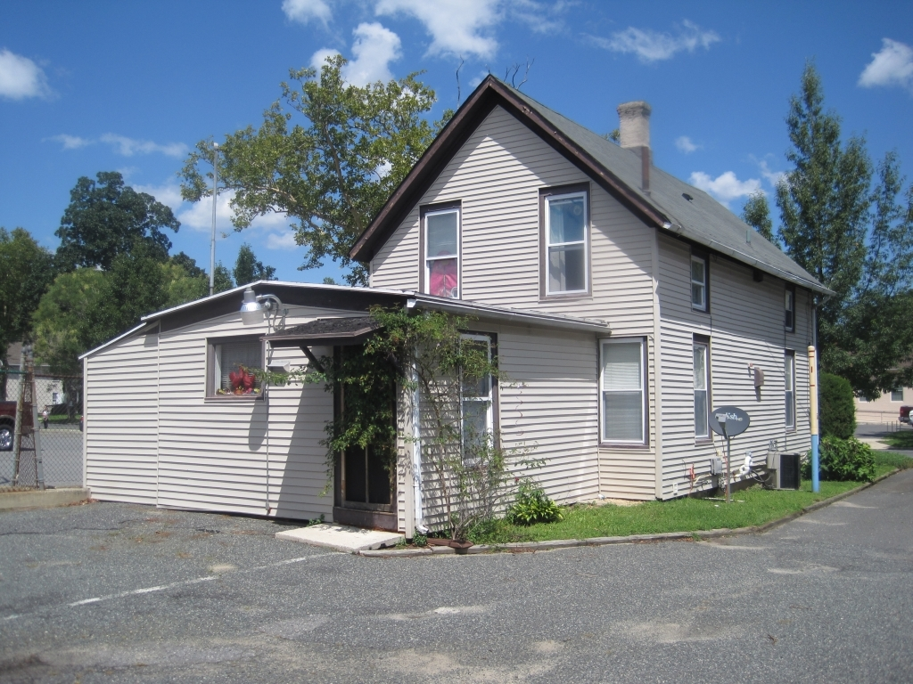 ForSaleByOwner (FSBO) home in Vineland, NJ at ForSaleByOwnerBuyersGuide.com