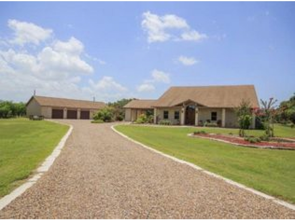 76 Post Oak TrlInez, Texas 77968