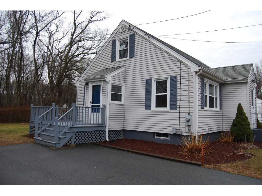 ForSaleByOwner (FSBO) home in Tiverton, RI at ForSaleByOwnerBuyersGuide.com