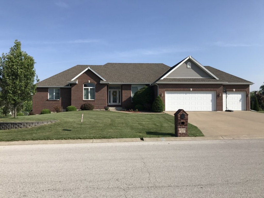3725 Stone Crest  DrQuincy, Illinois 62305