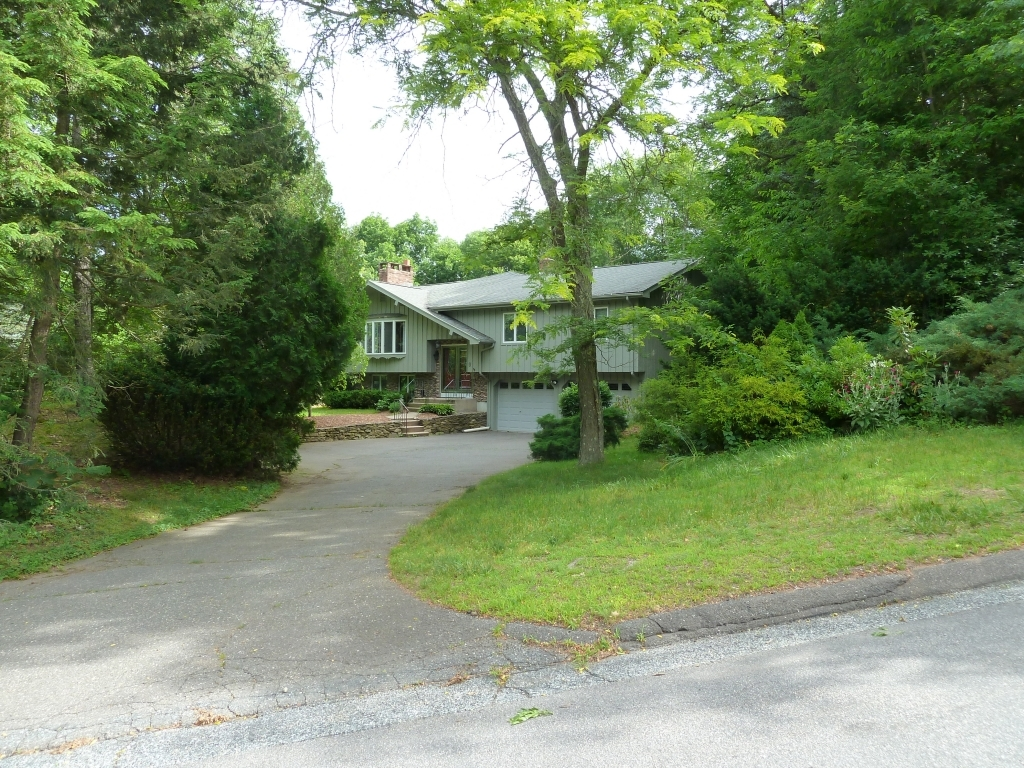ForSaleByOwner (FSBO) home in Glastonbury, CT at ForSaleByOwnerBuyersGuide.com